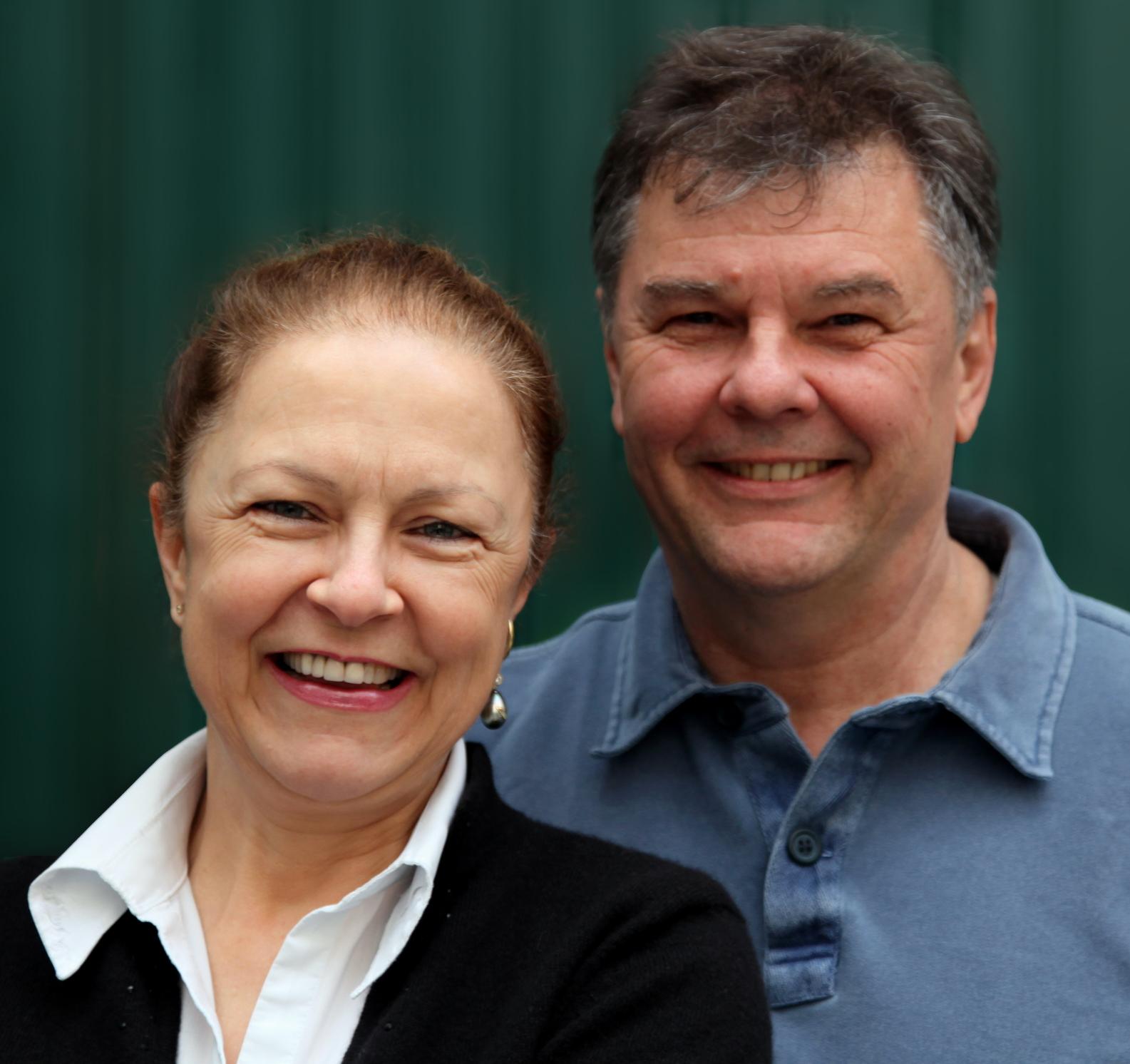 Annette und Klaus Scheurich, die Preisträger des Görlitzer Naturfilmpreises strahlen in die Kamera.